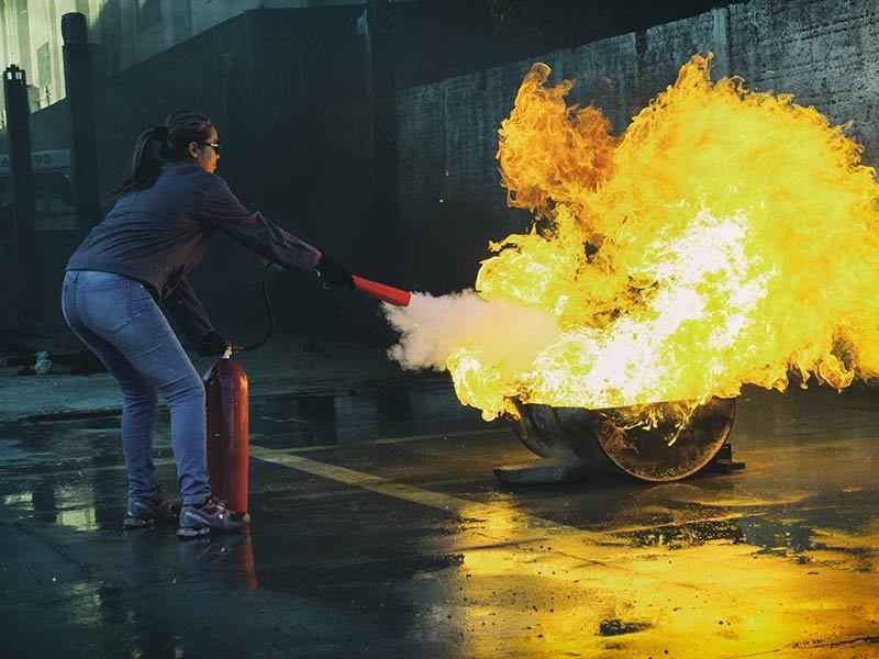 Alat Pemadam Api ABC dan Manfaat Menggunakannya